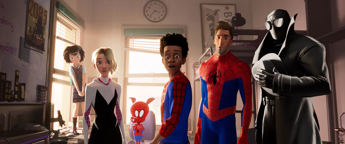 Peni (Kimiko Glen), Spider-Gwen (Hailee Steinfeld), Spider-Ham (John Mulaney), Miles Morales (Shameik Moore), Peter Parker (Jake Johnson), Spider-Man Noir (Nicolas Cage) all turn in shock.