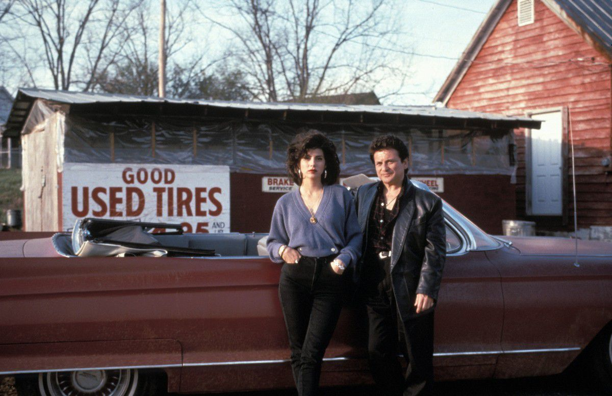 Joe Pesci and Marisa Tomei lean against a convertible